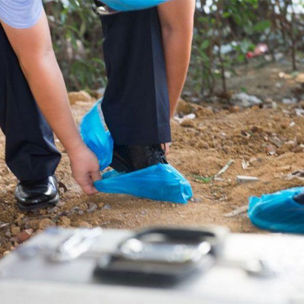 کاور-کفش-یکبار-مصرف-مناسب-کار-در-باغچه